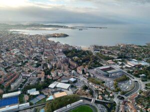 Ciudad de Gijón fotografiada desde un globo