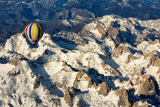 Globo volando en Picos de Europa